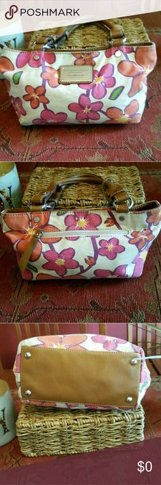 Liz Claiborne Small Handbag Cute and colorful..interior is clean..very good condition..interior zipper and slip pocket Liz Claiborne Bags Satchels