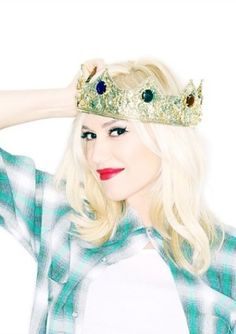 """Gwen Stefani And Gavin Rossdale Are Having Another Boy! """"I was ready to hand over the crown,"""" she wrote. """"But I guess I am still queen of the house. Gwen Stefani Mode, Gwen Stefani Baby, Gwen Stefani No Doubt, Gwen Stefani Style, Pregnant Celebrities, Cute Celebrities, Celebs, Female Celebrities, Miley Cyrus"""