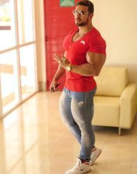 muscular guys, bodybuilders and my states of soul. Black Muscle Men, Stylish Men, Men Casual, Beefy Men, Hommes Sexy, Muscular Men, Attractive Men, Mens Clothing Styles, Gym Men