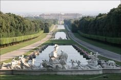 30 km out of Naples, you can find the amazing Royal Palace of Caserta in Italy built by Luigi Vanvitelli for King Charles III of Bourbon, who worked very closely with him, was inspired by Versailles. Luigi, Cool Places To Visit, Places To Go, Italy Holidays, Italian Garden, Italy Tours, Naples Italy, Bungee Jumping, Reggio