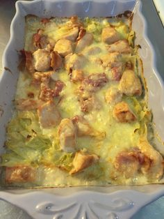 Cabbage gratin with chicken and bacon-Vitkålsgratäng med kyckling och bacon Cabbage gratin with chicken and bacon – ketokok book - 300 Calorie Lunches, Cabbage And Bacon, Swedish Recipes, Cooking Recipes, Healthy Recipes, Dessert For Dinner, Different Recipes, Lchf, Food Inspiration