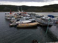 Puerto en fiordo noruego