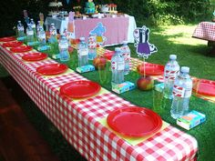 Sugarbliss: Peppa Pig Birthday Party! there are some great ideas in here i really like the fruit cups and the mini cheeseburgers