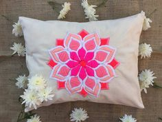 Cushion Embroidery, Embroidery Motifs, Embroidery Needles, Hand Embroidery Designs, Machine Embroidery, Nifty Crafts, Diy And Crafts, Couture Embroidery, Embroidery For Beginners