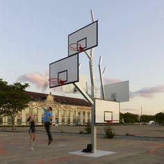 """Dans le cadre de l'exposition Playgrounds du Voyage à Nantes, l'agence d'architecture a/LTA a imaginé l'installation """"Arbre à basket"""" pour le Lieu Unique."""