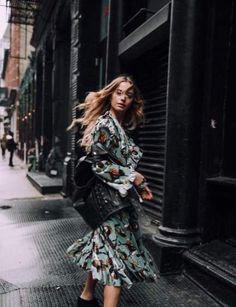 Why Editorial Fashion Photography is Such a Great Thing – Designer Fashion Tips Urban Fashion Photography, Fashion Photography Inspiration, Vogue Photography, Vogue Editorial, Editorial Fashion, Fashion Poses, Girl Fashion, Photoshoot Fashion, India Fashion