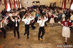 A szeszélyes április jegyében rendezte meg az Orchidea Nyugdíjas Klub batyus bálját a Kaszinóban. A szakadó eső ellenére sokan kíváncsiak voltak az eseményre, megtelt a terem a vidáman táncoló vendégekkel. A Völler Károlyné Bernadett vezette klub április 28-án délután, bállal ünnepelte a tavaszt, a rendezvényen összesen 180-an voltak jelen. A klubvezető nyitotta meg az eseményt....