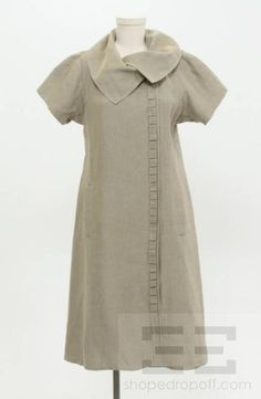 This is ashiftdress by Isabel Toled o. It has a fo ldover collar design and a pleated front trim detail. This dress has an interior doubl e button-snap closure and two side pockets. This dress is a United States size Isabel Toledo, Plus Size Sewing, Collar Designs, Linen Shorts, Button Dress, Style Me, Short Sleeve Dresses, Beige, Fashion Outfits