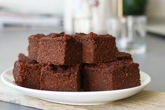 Vegan karamel brownie met zeezout, Vegan bakrecepten, Glutenvrije brownie recepten, Brownie zonder ei, Glutenvrije foodblogs, Gezonde brownie bakken, Beaufood recepten