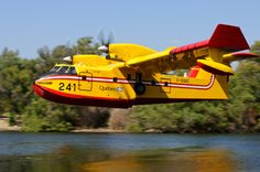 Getting water at Puddingstone Reservoir for fighting the Canyon Fire in northern La Verne, California. Commercial Plane, Sea Plane, Flying Boat, Peregrine, Aircraft Design, Hot Shots, Aviation Art, Firefighters, Helicopters