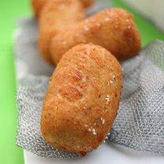 Croquetas de Pollo (Chicken fritters from Spain) Pinner writes: - my Abuela and Mom used to make these --super yummy! Sweet Potato Fritters, Good Food, Yummy Food, Latin Food, Mexican Food Recipes, Spanish Recipes, Finger Foods, Delish, Chicken Recipes