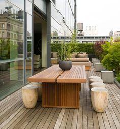 Moderne Terrasse Mit Ess- Und Grillbereich | Kübel Container ... Moderne Gartenterrasse Wohnung Dachterrasse