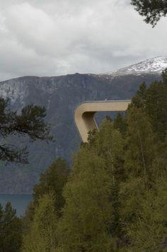 Fantastisk utsikt og ikke minst sug i magen! Aurland look out by saunders arkitektur & wilhelmsen arkitektur. NORWAY.