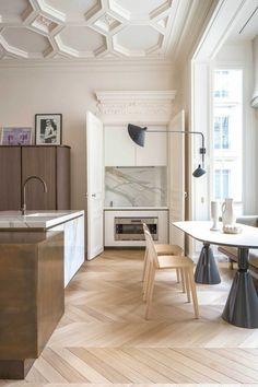 Decorative molding in 42 photos with ideas! Kitchen Interior, Home Interior Design, Interior Architecture, Kitchen Design, Interior Decorating, Cute Kitchen, New Kitchen, Kitchen Ideas, Chevron Floor