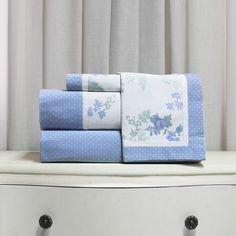 Juego de sábanas de 200 hilos Basic Diseño Colección I 2017. Diseño Flores y Motas Azul y verde.