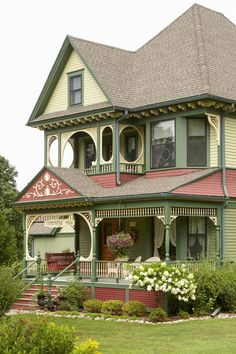 Getting ready to paint your home's exterior? Find the perfect exterior color combination with these tips on choosing house paint colors #exteriorpaintcolorsforhouse #homeremodel #colorschemes #bhg Exterior Color Combinations, Exterior Color Schemes, Exterior Paint Colors For House, Paint Colors For Home, House Colors, Pleasant Valley, French Stuff, Antique House, Cool Apartments