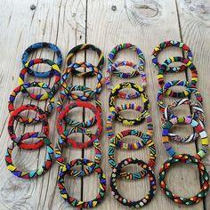 Rengarenk bileklikler#mutlurenklertasarım #afrikaişi#bileklik#boncuk#tasarım#elişi#elemegi#hediyelik#takı#moda http://turkrazzi.com/ipost/1524727031191143266/?code=BUo6ygRlYNi