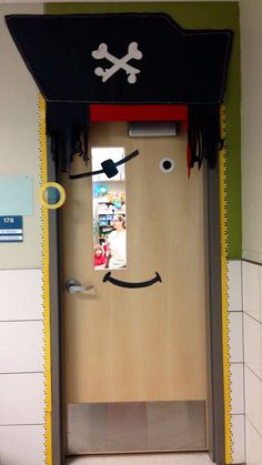 Pirate Classroom Door, nice for a boys bedroom door Door Displays, Classroom Displays, Classroom Themes, Pirate Door, Teach Like A Pirate, Fair Theme, School Doors, Ocean Themes, Pirate Theme