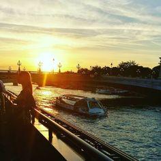 Le cadre de la soirée #Samsung au Flow  #Paris #Sunset #Seine #Invalides #Boat #GalaxyNote7 #twitter