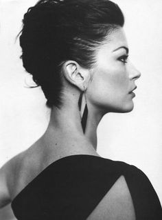 Perfect PROFILE OF  Catherine Zeta JONES......….MARRIED TO  MICHAEL DOUGLAS (SON OF KURT DOUGLAS).......TWO CHILDRED--A BOY AND A GIRL..........ccp