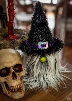 Halloween Arts And Crafts, Easy Fall Crafts, Diy Halloween Decorations, Fun Crafts, Christmas Crafts, Halloween Socks, Halloween Diy, Halloween 2020, Biker Gnomes