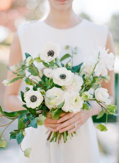 Anemone wedding bouquet: Photography: Rebecca Yale - http://rebeccayalephotography.com/