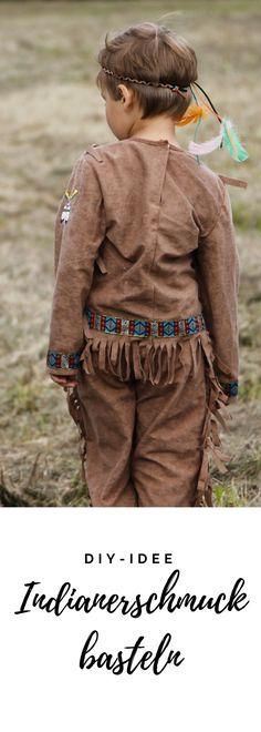 Einfache Bastelidee für Kinder oder Indianergeburtstag Idee: Indianerschmuck basteln ist eine schnelle DIY Idee für Kinder. Im Blog zeigen wir euch, wie ihr Indianerkopfschmuck basteln sowie Indianerketten und Indianerarmbänder machen könnt.