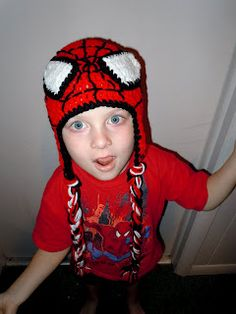 This would make an awesome party favor! Luv Boopa: Spiderman Crochet Hat PATTERN Crochet Kids Hats, Crochet Cap, Crochet Beanie, Crochet Crafts, Crochet Clothes, Crochet Projects, Knitted Hats, Crochet Designs, Crochet Patterns
