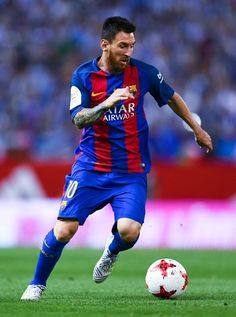 Lionel Messi of FC Barcelona runs with the ball during the Copa Del Rey Final between FC Barcelona and Deportivo Alaves at Vicente Calderon stadium on May 27, 2017 in Madrid, Spain. Fc Barcelona, Messi 2017, Messi News, Leo, Messi Photos, Messi Soccer, Football Wallpaper, Professional Football, Liverpool