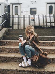 How to wear birkenstock with socks marc jacobs 22 Ideas Birkenstock Outfit, Birkenstock With Socks, Socks Outfit, Sandals Outfit, Fall Winter Outfits, Autumn Winter Fashion, Granola Girl, Casual Outfits, Cute Outfits