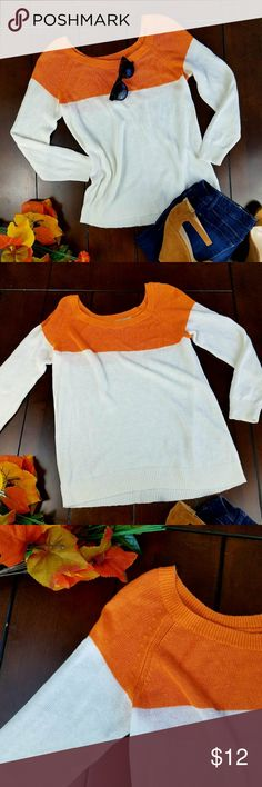 Banana Republic Colorblock Linen Blend Sweater Banana Republic knit sweater available pre-loved in size small. There are no holes no tears and no stains made of 75% linen 25% rayon. Hand wash. White / Orange Banana Republic Sweaters Crew & Scoop Necks
