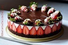 Cheesecake cu capsuni si ciocolata,un desert minunat,fara coacere,simplu de facut si absolut delicios.Cheesecake-ul … Romanian Desserts, Cheesecakes, Tiramisu, Biscuits, Caramel, Goodies, Dessert Recipes, Food And Drink, Sweets