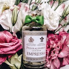 Empressa by @penhaligons_london is an elegant and feminine fragrance. It's opening shimmers with bright pink pepper, succulent blood orange, dewberry and a juicy mouthwatering peach note. A rich floral heart, lustrous with dusky pinks and soft whites of rose and neroli. The dry down doesn't disappoint with sensuous patchouli and vanilla sweetened by cocoa, Amber and caramel like maltol which is warmed by cedar and rich sandalwood. Join us at our next Perfume Masterclass to learn more about…