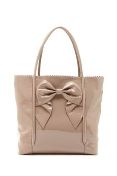 love this big purse with a patent bow! so pretty Big Purses 360916ddf934d