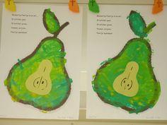 Thema fruit/peer: Kies een kleurpaat met een grote peer. Laat deze bestempelen. Na drogen wordt van gekleurd papier een klokhuis van papier in het midden van de peer geplakt.