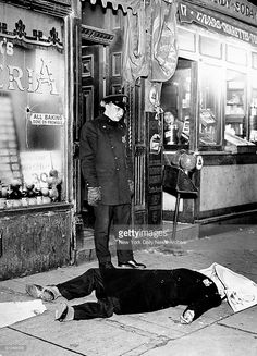 Old images show mobsters such as Al Capone during their crime sprees in America in the Depression-era where mobsters tried to get rich quick 1920s Gangsters, Little Italy New York, Mafia Crime, Mafia Gangster, Al Capone, Scene Photo, Man In Love, Serial Killers, Vintage Photographs