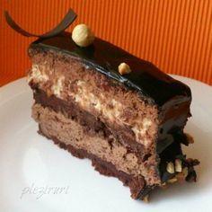 Tortul Sultanului, cu ciocolata si alune Romanian Desserts, Cake Recipes, Dessert Recipes, Torte Cake, Pastry Cake, Sweet Cakes, Ice Cream Recipes, Homemade Cakes, Mini Cakes