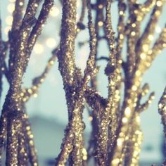 This shimmery tree limbs would sure add some serious #sparkle to #wedding #centerpieces
