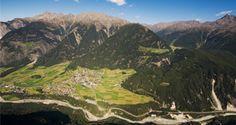 Hiking in the Kreuzspitze:  Die Kreuzspitze ist ein Traumziel für Hochgebirgswanderer. Einer der höchsten Gipfel der Ötztaler Alpen, der auf einem Wanderweg ohne Eisber...
