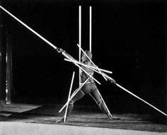 Laberintos vs. Jardines: Somos cuerpos sagrados de geometrías sagradas_Oskar Schlemmer. Body resulting as a sort of techical organism. Bauhaus