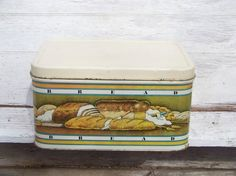 Vintage retro 1970s tin bread box