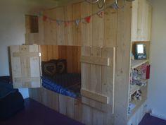 bedstee steigerhout met bouwtekening en zaaglijst