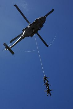 US Navy SEALS on a single rope exercise by AN HONORABLE GERMAN, via Flickr