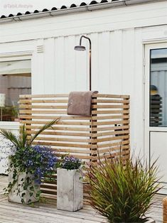 32 beautiful DIY outdoor shower ideas: creative designs & plans on how to build easy garden shower enclosures with best budget friendly kits & fixtures! – A Piece of Rainbow outdoor projects, backyard, landscaping, Outdoor Pool Shower, Outdoor Shower Enclosure, Outdoor Baths, Outdoor Bathrooms, Outdoor Rooms, Outdoor Living, Outdoor Decor, Outdoor Kitchens, Diy Garden Projects