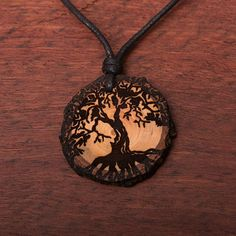 Baum des Lebens 2 - Ketten Holzschmuck aus Naturholz / Anhänger Wood Burning Stencils, Wood Burning Art, Jewellery Making, Pyrography, Tree Of Life, Wood Carving, Pendant Necklace, Crafty, Vegan