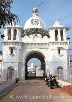 Entrance to Ujjayanta Palace - it has a grand entrance and lay out.