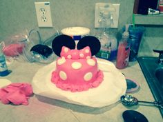 Minnie mouse smash cake made for Marlene's first bday