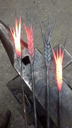 Iron is so versatile that people can create real beautiful pieces of art, various ornaments and objects. Amazing photo gallery of artworks made of metal. Metal Projects, Welding Projects, Metal Crafts, Welding Ideas, Fabrication Metal, La Forge, Iron Forge, Blacksmith Forge, Horseshoe Art