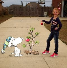 """Fans of 'A Charlie Brown Christmas' from Peanuts will love this sidewalk chalk art by BJ Wilkinson (PS: It's an optical illusion!"""""""