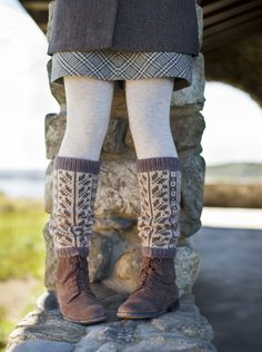 Ravelry: Scandi Sukkalegs pattern by Kate Gagnon Osborn. Published in Fair Isle Style Fair Isle Knitting, Knitting Socks, Hand Knitting, Knitting Patterns, Knit Socks, Punto Fair Isle, Knitting Projects, Lana, Knit Crochet